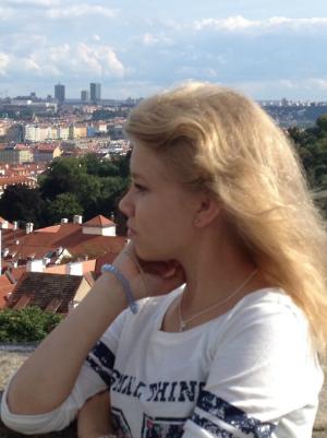 Elina Mäkinen, IB-lukiolainen